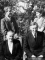 Martha und Wilhelm Kupfer, im Hintergrund Rudi und Inge 01.09.1954 - Geschichte Deutschland DDR Memoiren Junge vom Knack