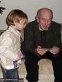 Rudi Kupfer und sein Enkel Janis Kupfer 2007 - Geschichte Deutschland DDR Memoiren Junge vom Knack